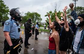 Police and protesters in Minneapolis as a result of the death of George Floyd.